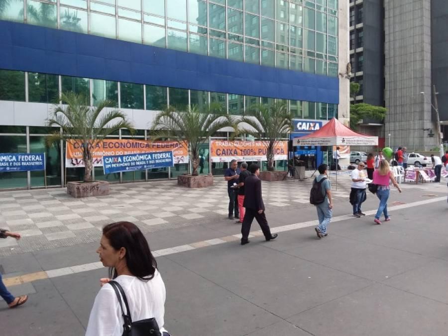 Empregados da Caixa protestam em todo o Brasil