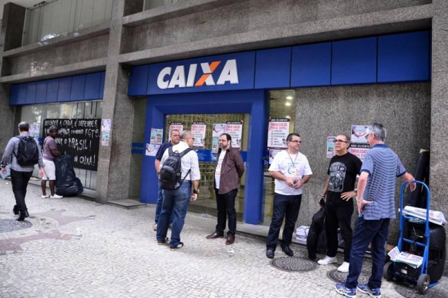 Bancários do Rio param agências em dia de vitória contra transformação da Caixa em S/A