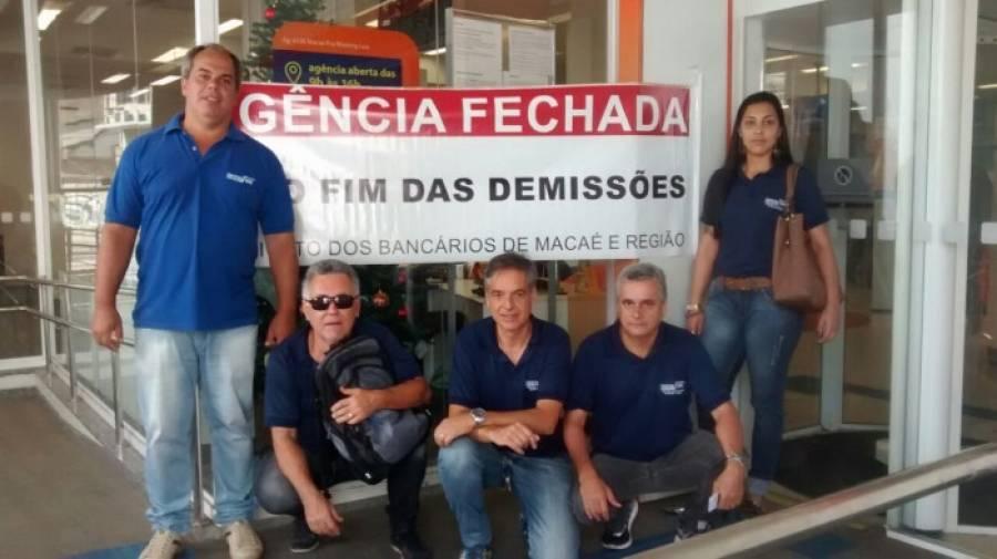 Itaú demite bancária após licença-maternidade em Macaé (RJ)