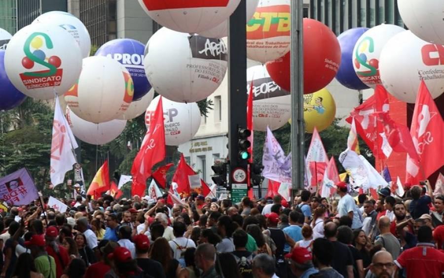 Trabalhadores comemoram suspensão de reforma, mas vão continuar mobilizados