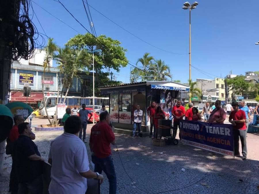 SindBaixada realiza ato no Centro de Duque de Caxias em defesa da Caixa 100% pública