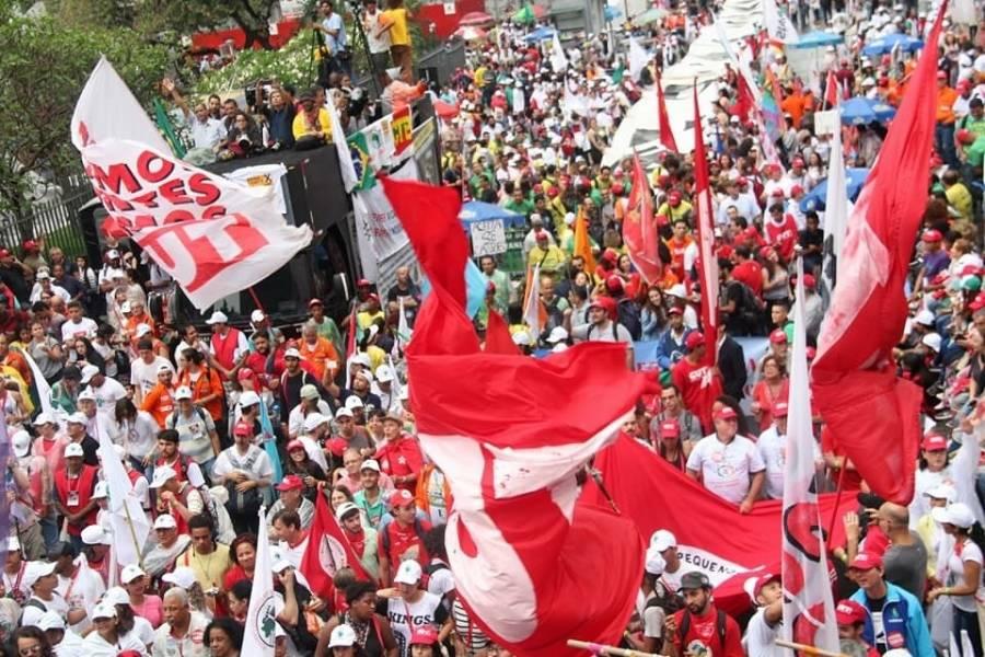 Trabalhadores coletam assinaturas pela anulação da Reforma Trabalhista