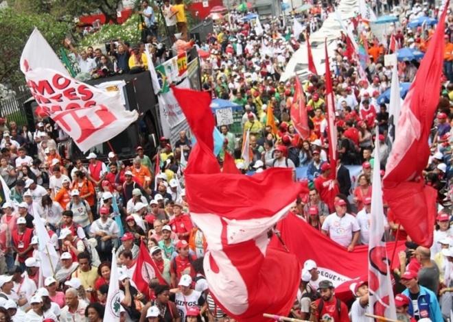 Ato em defesa da soberania nacional no RJ tem presença do SindBaixada